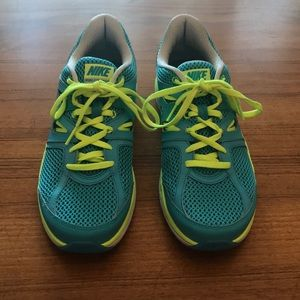 NIKE Dual Fusion Lite Sneakers! Amazing Condition!